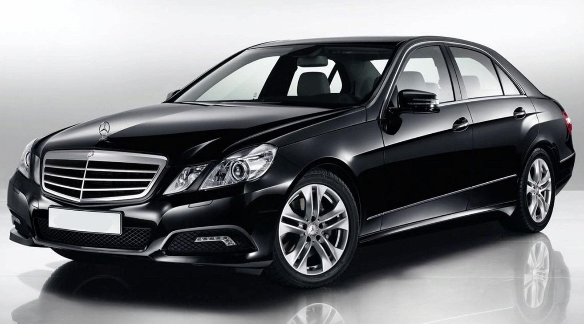 Mercedes class E - Berline de luxe confortable, raffinée pouvant accueillir jusqu'à 3 passagers.